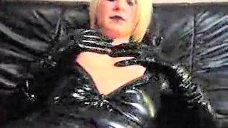 Latex mistress dildos herself