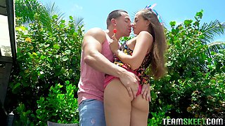 Rather flexible Florida girl Ashlynn Taylor gets fucked in standing pose