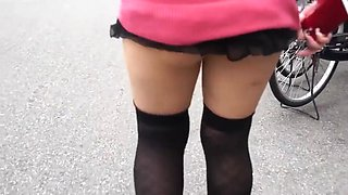 Japanese amateur exposure girl upskirt in a city
