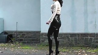 Lady black latex skirt outdoor