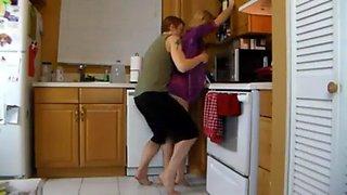 Kitchen mom