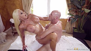 Hottie Nicolette Shea having her pussy smashed from fucking