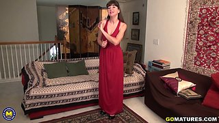 American temptress Gina pleasing herself